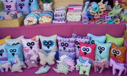 Des jouets d'éveil comme cadeau de naissance